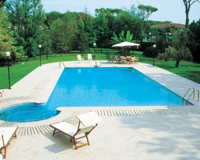 Costi di gestione piscine interrate e accessori per for Accessori piscine